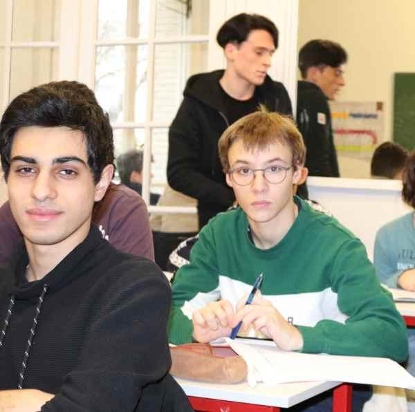 élèves en stage intensif de pré-rentrée