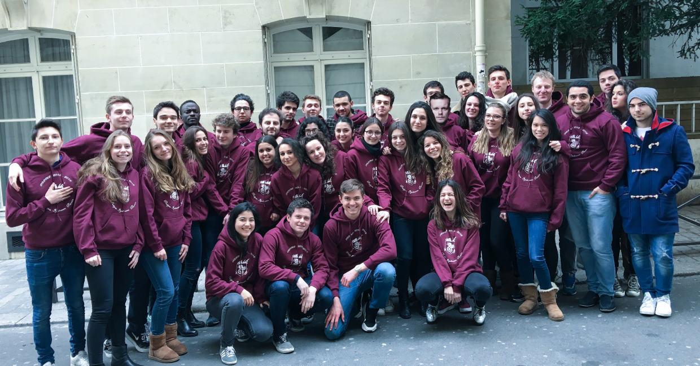 prépa hec, lycée privé, collège eip, stages prépa et stages lycée, Ipécom Paris, élèves dans la cour